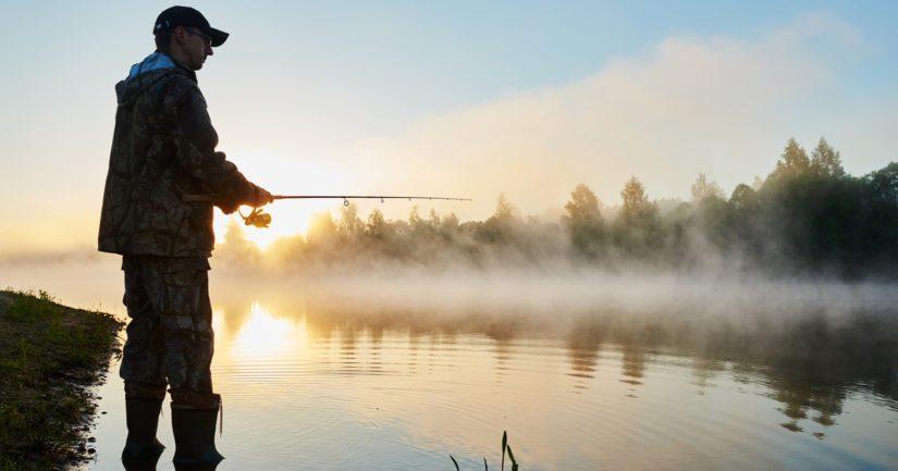Kalastonhoitomaksun maksettuaan voi kalastaa yhdellä vavalla lähes koko maassa.