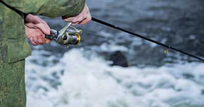 Kalavedet ja kosket käyvät kuumina – kalastajien kannattaa malttaa mielensä