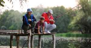 """Kalastus kiinnosti tänä kesänä kaikenikäisiä – """"Moni on herätellyt vanhan harrastuksen henkiin"""""""