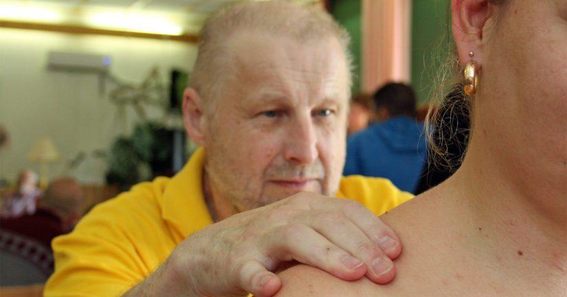 Kalevalaisessa jäsenkorjauksessa on saatu hyviä hoitotuloksia muun muassa hartia- ja niskajännitysvaivoissa sekä päänalueen vaivoissa.