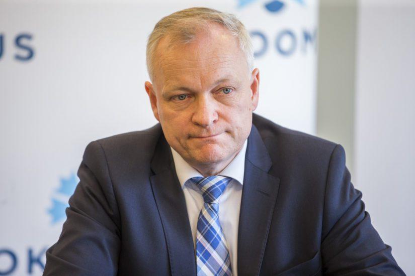 Kokoomuksen eduskuntaryhmän puheenjohtaja Kalle Jokinen sanoo Sipilän ottaneen itse Hjallis Harkimon nimen esille.