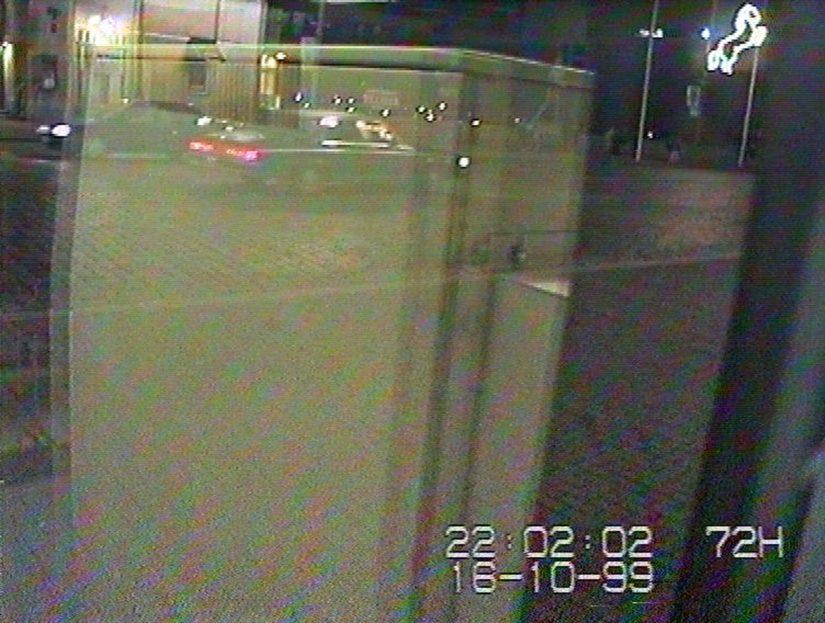 Niin sanotun Tempon talossa sijainneen pankkiautomaatin kameraan tallentui auto, mahdollisesti 80-luvun vuosimallia oleva Buick Electra, josta poliisi pyytää vihjeitä.