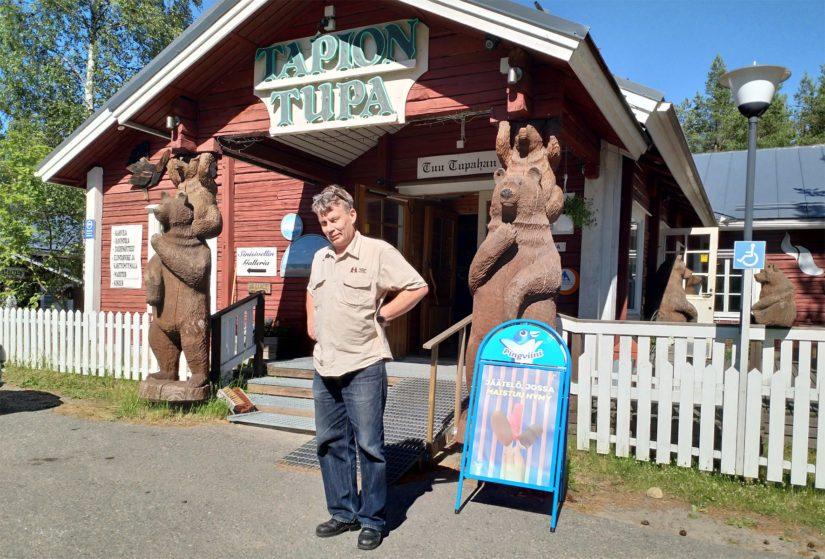 Kari Seikkula luotsaa Kalajoen Hiekkasärkkien vanhimpiin lukeutuvaa perheyritystä. --- Neljäänkymmeneen kahteen vuoteen mahtuu monenlaista sesonkia, mutta tässä kesässä on nyt omanlaisensa taika.