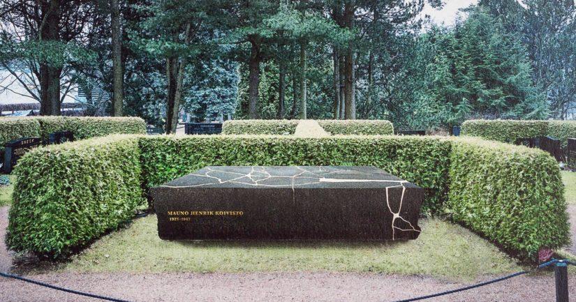 Muistomerkin on tarkoitus olla valmis ja sijoitettu paikalleen Hietaniemen hautausmaalle presidentti Koiviston syntymäpäivänä 25.11.2018.