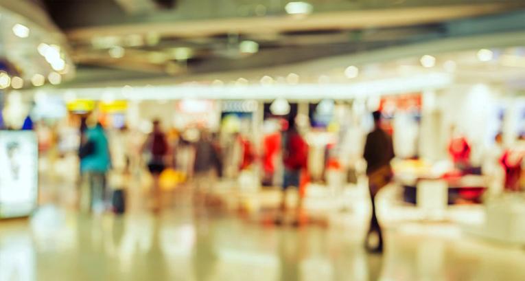 Vuositasolla kauppakeskusten kävijämäärä väheni 1,6 prosenttia.