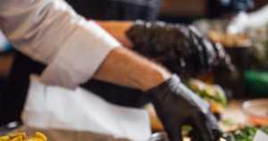 Kebabravintoloitsijoille vaaditaan vankeutta – satoja tuhansia euroja omiin taskuihin?