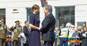 Presidentti Niinistö Viron 100-vuotisjuhlallisuuksissa Tartossa – juhlat jatkuvat vielä kaksi vuotta