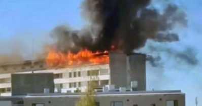 Yhdeksänkerroksisen talon ullakko paloi – kaikki 162 asukasta evakuoitiin
