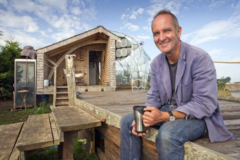 Somersetissä sijaitseva Kevin McCloudin oma majakin on melkoinen erikoisuus. (Kuva AOP)