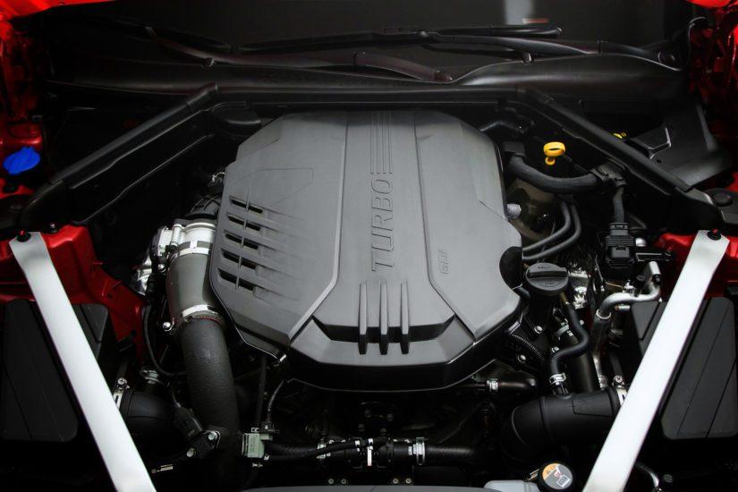 Kaksilitraisesta turbonelosesta irtoaa 255 hevosvoimaa, ja tehokkaimman bensakoneen virkaa toimittaa tupla-ahdettu 3,3-litrainen V6.