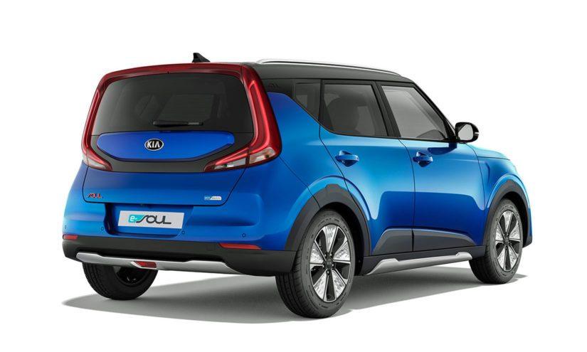 Kia e-Soul on varustettu 64 kWh:n akustolla, josta riittää yhdellä latauksella energiaa 201 hv tuottavalle sähkömoottorille jopa 452 kilometrin matkalle.