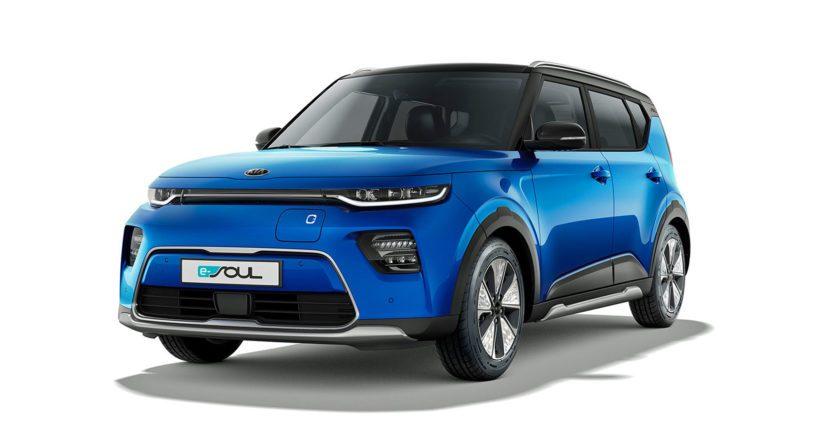 Auton etuosa on muuttunut keulan yläreunaan sijoitettujen LED-ajovalojen sekä ilmettä korostavien sumuvalojen ansiosta.