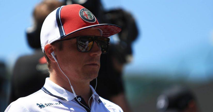 Kimi Räikkönen ajaa Alfa Romeon väreissä.