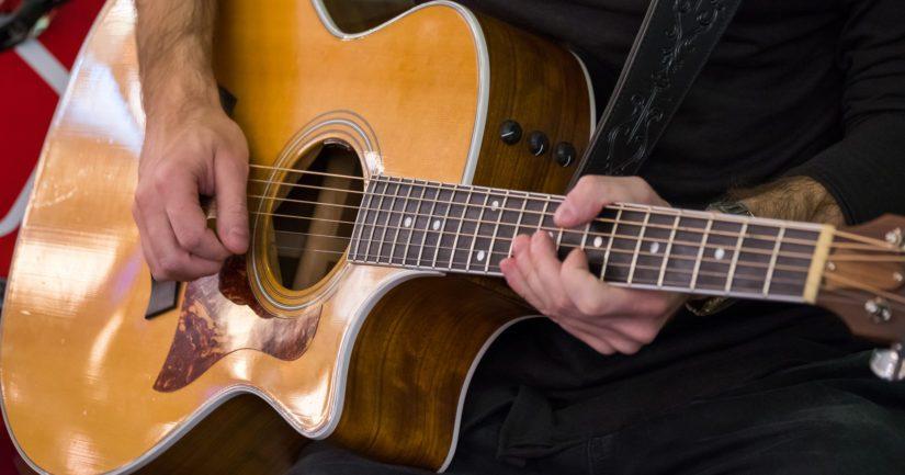 Ennakointi voi rajoittaa luovuutta, jos musiikintekijät päätyvät tekemään samankaltaisia kappaleita kuin ne, jotka ovat aiemminkin olleet suosiossa.