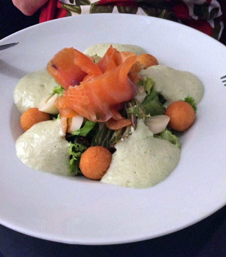 Las Palmasin Kitchen Loversin kokilla karkasi mopo. Näyttää mutkikkaalta, maut olivat vähän hakusessa. Hyvä ravintola silti.