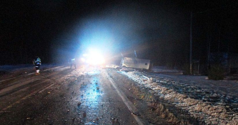 Poliisi epäilee henkilöauton ajaneen onnettomuushetkellä erittäin kovaa ylinopeutta.