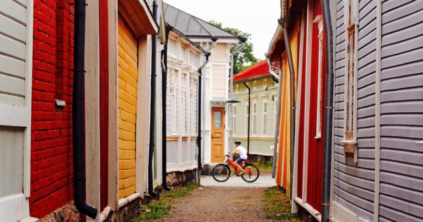 Pituutta Kitukrännillä on vain noin 60 metriä ja se yhdistää kaksi Vanhan Rauman valtaväylää, Kuninkaankadun ja Kauppakadun.