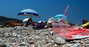 Suomalaistenkin suosimat lomakohteet suurimpia muovilähteitä – Välimeri on muuttumassa muovimereksi