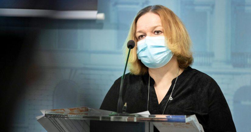 Perhe- ja peruspalveluministeri Krista Kiuru kertoi hallituksen esityksestä tiedotustilaisuudessa koronapassista ja maahantulosäännöksistä.