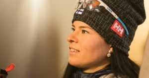 Krista Pärmäkoski yllättyi iloisesti – tasaisessa kärkitaistossa kolmanneksi Davosin kympillä