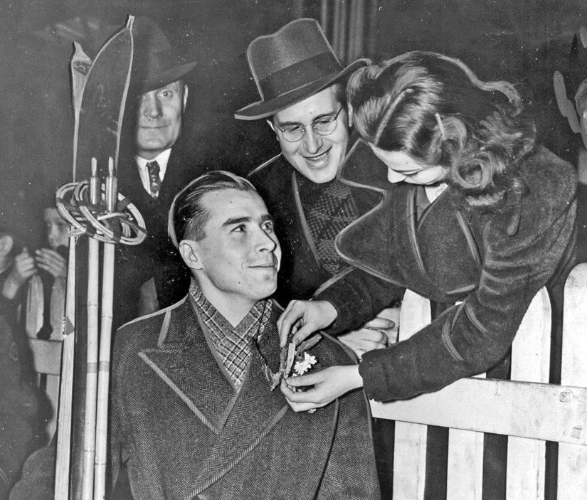 Albert Penttilän johtamaan ryhmään kuului Kullervo Wallenius, joka New Yorkissa sai rintaansa sinivalkoisen tunnuksen.