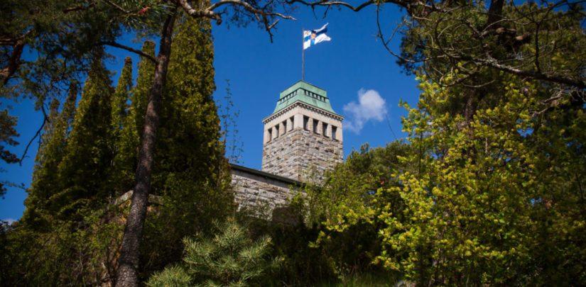 Kultarannan päärakennuksen, vuonna 1916 valmistuneen graniittilinnan on suunnittelut arkkitehti Lars Sonck.