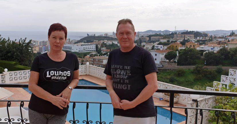Marja-Liisa ja Matti Kuosmanen eivät hätäile, vaikka matka koti-Suomeen kariutui Espanjaan julistetun poikkeustilan takia. – Meillä on etätyön mahdollisuus, joten otamme päivän kerrallaan ja noudatamme annettuja viranomaisohjeita.