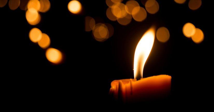 Kynttilää on nähtävästi poltettu sellaisella alustalla, joka ei ole ollut paloturvallinen.