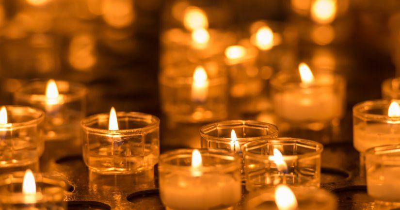 Pienen tytön kuolema on koskettanut ihmisiä eri puolilla Suomea, viattoman uhrin muistoksi sytytettiin monin paikoin kynttilöitä.