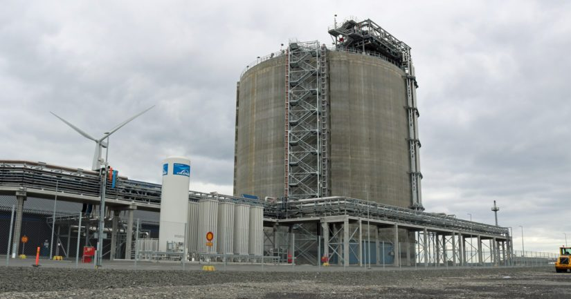 Tornion terminaalissa on laivojen tankkaus eli bunkrausasemat, nestemäisen maakaasun höyrytyslaitteistot sekä 50 000 kuution varastosäiliö.