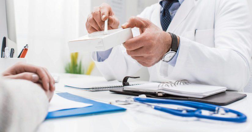 Mies oli käynyt lukuisia kertoja lääkärissä, mutta perusteelliset tutkimukset olivat jääneet miehen voimakkaista oireista johtuen hieman vajaiksi.