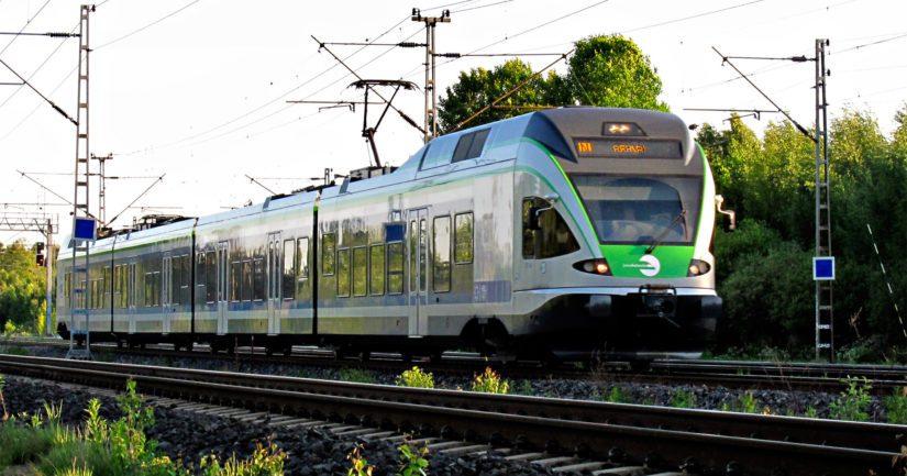 Lapsi oli muiden ihmisten mukana noussut Helsinkiin matkalla olleeseen I-lähijunaan.
