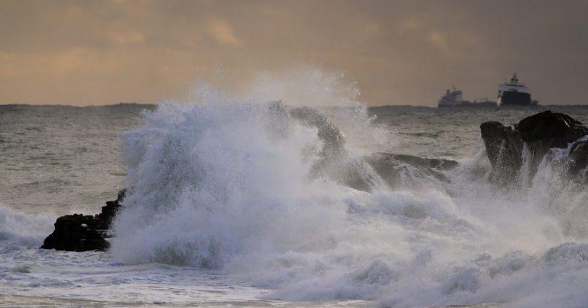 Norstream joutui vaikeaan pelastustehtävään Englannin rannikolla, kun toinen rahtialus upposi melkoisessa aallokossa.
