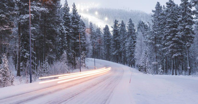 Tie oli tapahtumahetkellä jäinen ja luminen.