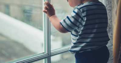 Pieni lapsi putosi parvekkeelta – silminnäkijän havainnon perusteella kyseessä oli tapaturma
