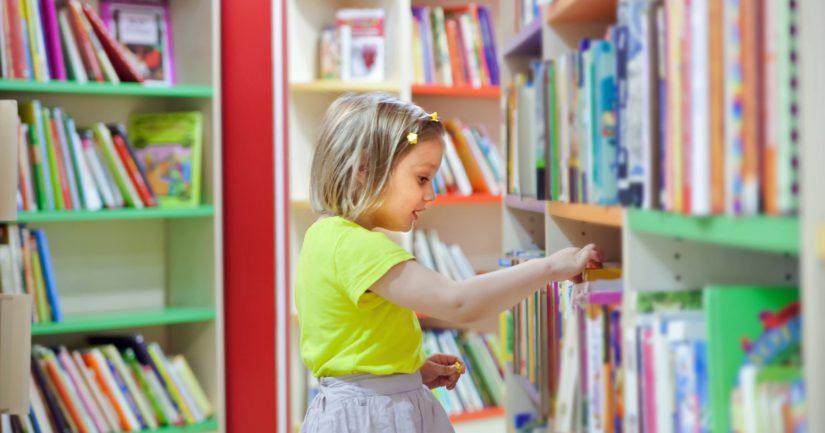 Koulukirjastojen merkitystä lasten lukemiseen innostamisessa korostavat myös asiantuntijat.