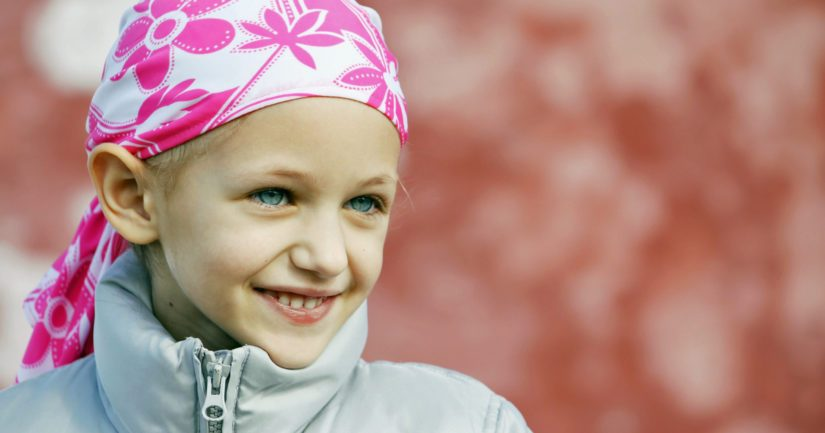 Suomessa kaikki lapsuudessa syöpään sairastuneet saavat syöpähoidot samojen hoitolinjojen mukaan viidessä yliopistosairaalassa.