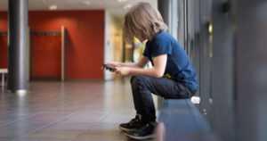 Työttömän yksinhuoltajan lapsi on usein osallisena kiusaamisessa – ja nykyisin aikaisempaa yleisemmin