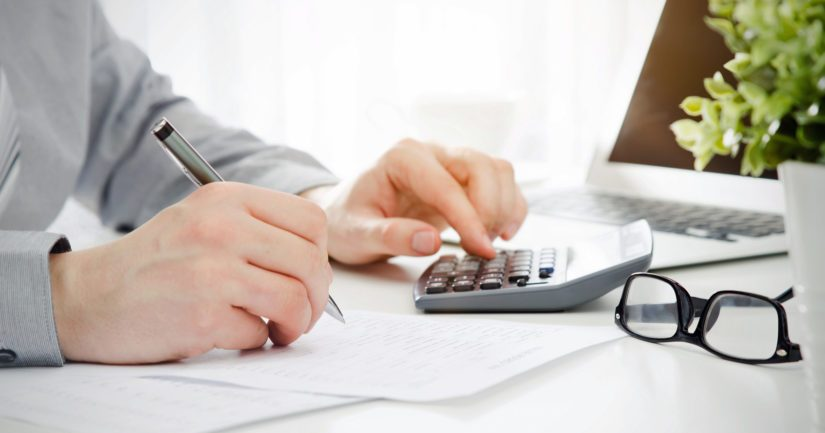 Keskituloisten palkansaajien verotuksen ennustetaan kiristyvän tänä vuonna kokonaisuudessaan parilla sadalla eurolla vuodessa.