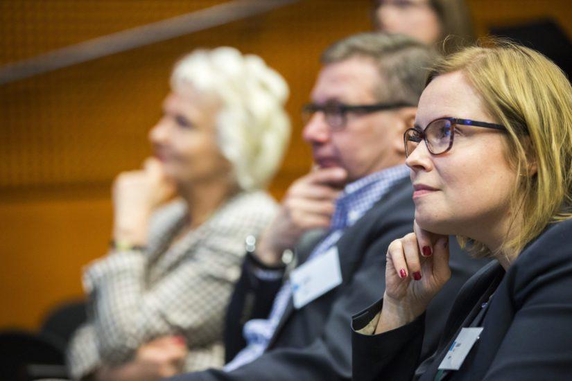 """Entinen sosiaaliministeri Laura Räty loikkasi Terveystaloon, Sitran seminaarin aihe on kuvaava """"Sote-solmut selville, rahavirrat näkyviksi""""."""