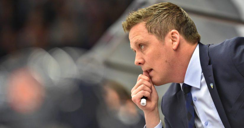 Päävalmentaja Lauri Marjamäki luotsaa KHL-seura Jokereita.