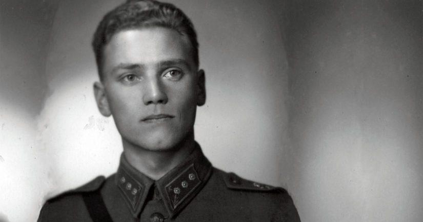 Kapteeni Lauri Törni sai sotilasarvonsa takaisin kansalaisluottamuksen palauttamisen yhteydessä.