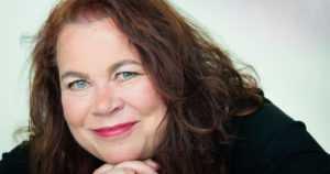 Leena Lehtolainen on Kirjan ja ruusun päivän kirjailija – Turmanluodin saa vain juhlapäivän ajan