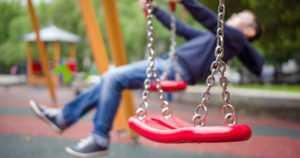 Taloyhtiö vastaa leikkipaikan turvallisuudesta – leikkivälineillä on omat turvallisuusstandardinsa