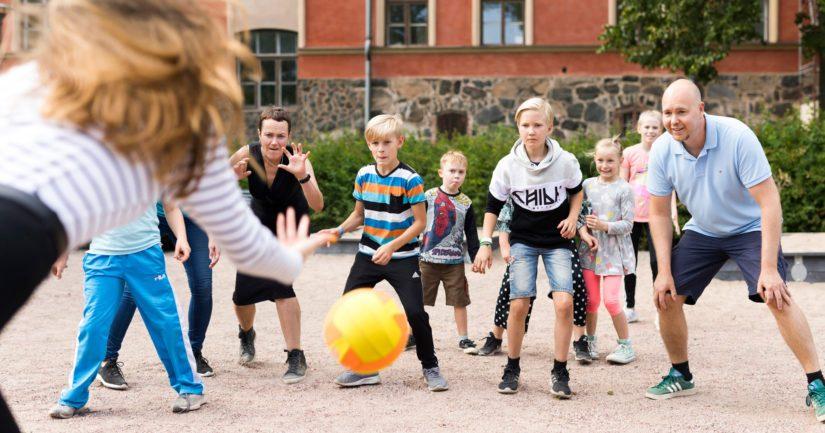 Uuden Leikin Kilpailussa etsitään ennestään Leikkipankkiin tallentamattomia leikkivinkkejä.