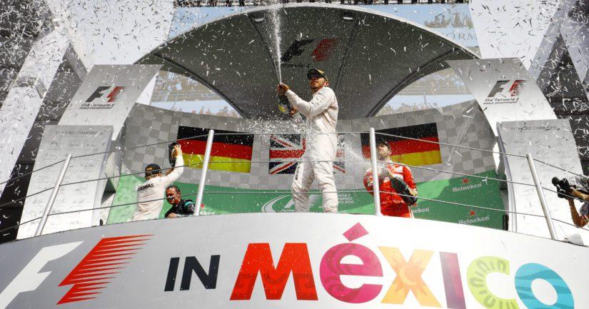 Hamilton siirsi F1-mestaruusjuhlia