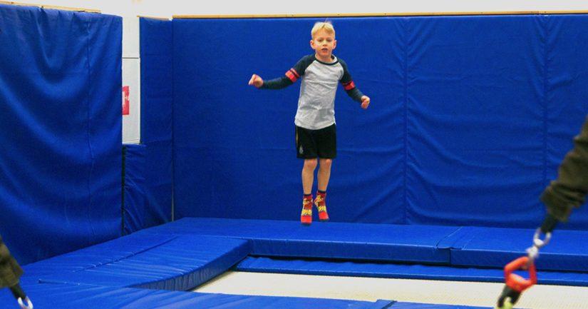 Alakouluikäiset suomalaislapset ovat liikuntataidoiltaan eurooppalaisia ikätovereitaan edellä.