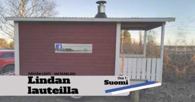 Suomalaisopiskelijat viittaavat kintaalla vappuperinteille – itse tehdyllä peräkärrysaunalla Englantiin