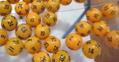 Lotossa kaikkien aikojen suurin voitto – kukin porukan jäsen saa yli kolme miljoonaa euroa