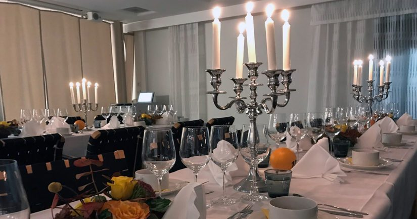 Salaseurassa illallistettiin hienosti juhlavissa tiloissa pääkaupunkiseudulla.